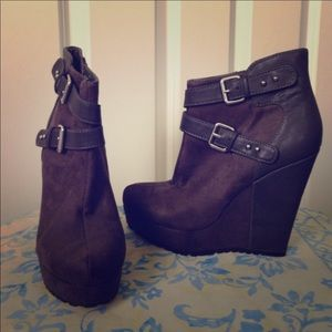 Super cute, Mossimo ankle booties!